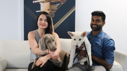 Die Hundetrainer Fränze Lüttich und Denstone Rejenold mit Aeva Aleyna und Milo zu Gast bei der GOLDENEN KAMERA