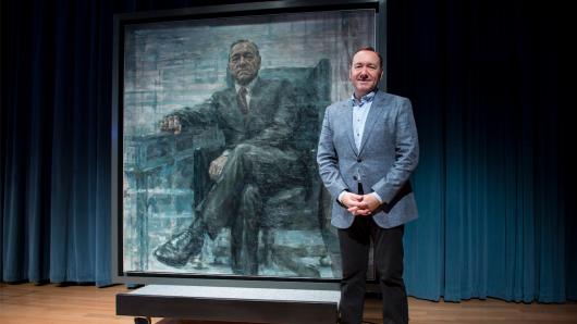 Kevin Spacey und sein Frank-Underwood-Gemälde, das seit dem 22. Februar im Smithsonian hängt.