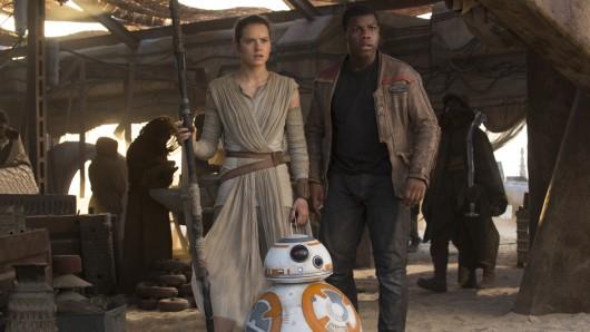 Rey (Daisy Ridley) und Finn (John Boyega) in Star Wars: Das Erwachen der Macht.