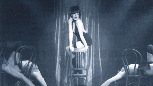 Liza Minnelli in ihrer Paraderolle als Sally Bowles in Cabaret (1972)