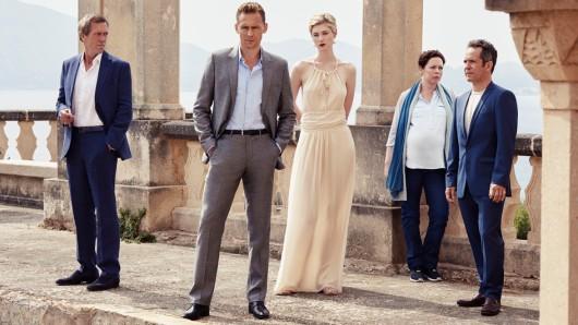 Das Night Manager-Ensemble: Hugh Laurie, Tom Hiddleston, Elizabeth Debicki, Olivia Colman und Tom Hollander (v.l.n.r.)