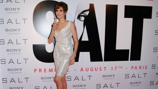 Auf jedem roten Teppich das Salz in der Suppe: Angelina Jolie 2010 bei der Salt-Premiere in Paris