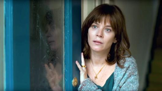 Marcella kehrt zurück in den Polizeidienst, nachdem ihr Mann sie verlassen hat.