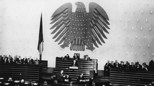 Die historische Kulisse der neuen Bonn-Serie: Die Regierungserklärung von Bundeskanzler Adenauer am 20. Oktober 1953