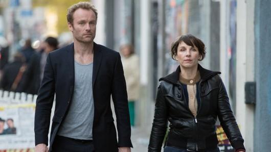Robert Karow (Mark Waschke) und Nina Rubin (Meret Becker) auf den Straßen Berlins.
