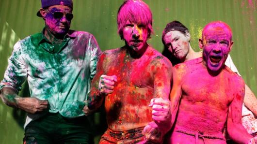 Farbenfroh: die Red Hot Chili Peppers auf dem Promobild zu ihrem 11. Album The Getaway