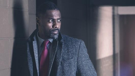 Detective John Luther (Idris Elba) löst auch in der 4. Staffel Luther auf ungewöhnliche Art Kriminalfälle
