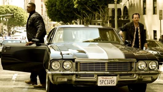 Serienadaption von Training Day: Bill Paxton (r.) verkörpert das Pendant von Denzel Washington, dessen Arbeitsweise seinen neuen Partner (Justin Cornwell) schockiert.