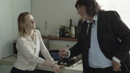 Groteske Familienbande: Ines (Sandra Hüller) und ihr Vater in Toni Erdmann-Verkleidung (Peter Simonischek)
