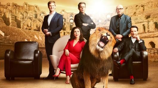 Die Löwen der 3. Staffel warten schon: Carsten Maschmeyer, Judith Williams, Frank Thelen, Jochen Schweizer und Ralf Dümmel (v.l.n.r.)