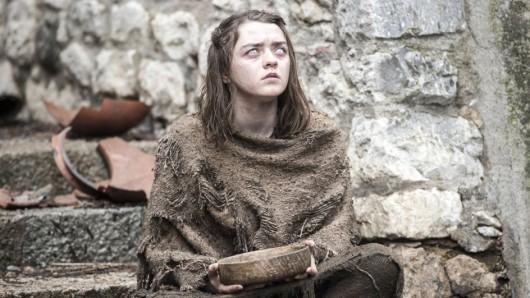 Arya Stark (Maisie Williams) blickt nach Ende der 6. Game of Thrones-Staffel einer längeren Pause entgegen