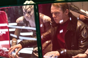 "Simon Pegg und Sofia Boutella in ""Star Trek: Beyond""."