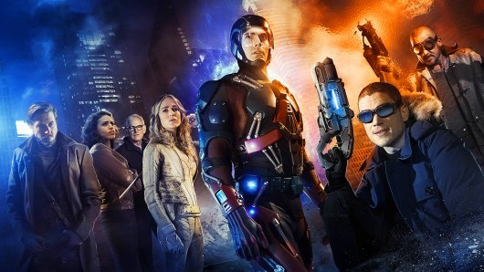 Die Legends of Tomorrow v.l.n.r.: Arthur Darvill (Rip Hunter), Ciara Renée (Hawkgirl), Victor Garber (Dr. Martin Stein), Caity Lotz (White Canary), Brandon Routh (The Atom), Wentworth Miller (Captain Cold), Dominic Purcell (Heat Wave)