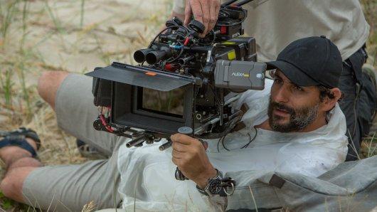 Regisseur Jaume Collet Serra beim The Shallows-Dreh
