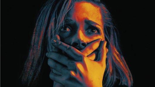 Auf dem Posterartwork von Don't Breathe nimmt Hauptdarstellerin Jane Levy den Filmtitel wörtlich