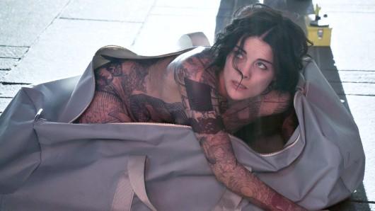 Jaimie Alexander spielt die Jane Doe, die nackt in einer Tasche mitten auf dem Time Square gefunden wird.