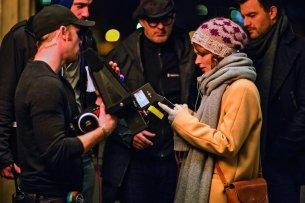 """Henne im Filmcrew-Korb: Karoline Herfurth (32) setzt bei ihrem Regiedebüt """"SMS für Dich"""" auf Teamwork"""
