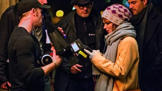 Henne im Filmcrew-Korb: Karoline Herfurth (32) setzt bei ihrem Regiedebüt SMS für Dich auf Teamwork