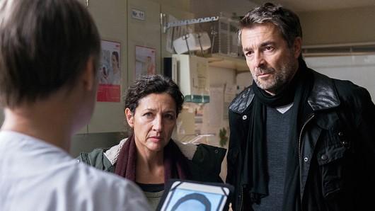 Reto Flückiger (Stefan Gubser) und Liz Ritschard (Delia Mayer) beim Verhör