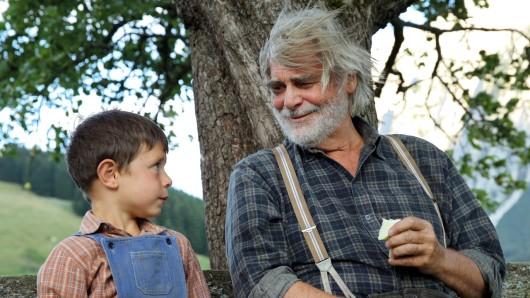 Stockinger (Peter Simonischek, r) mit seinem Enkel Robert (Kieran Lux).