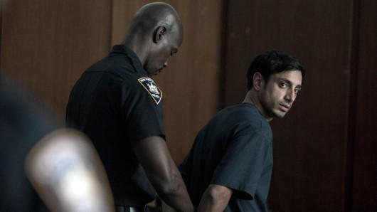 Nasir (Riz Ahmed) wird wegen des grausamen Mordes an einer Frau angeklagt