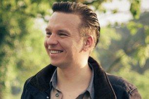 """Strahlender Regienachwuchs: Piotr J. Lewandowski gibt mit dem Krebsdrama """"Jonathan"""" sein viel beachtetes Langfilmdebüt"""