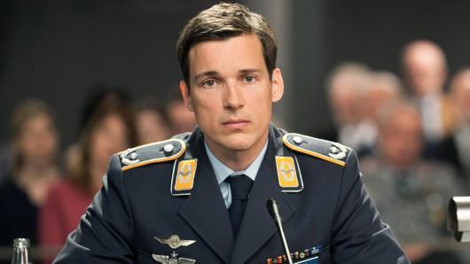 Der Angeklagte Eurofighter-Pilot Lars Koch (Florian David Fitz)