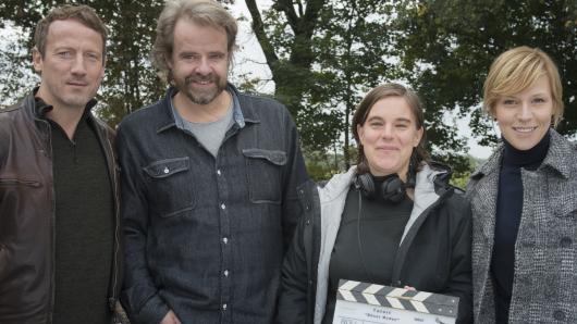 Wotan Wilke Möhring (Thorsten Falke), Kameramann Oliver Maximilian Kraus, Regisseurin Sabine Bernardi und Franziska Weisz (Julia Grosz, v.l.)
