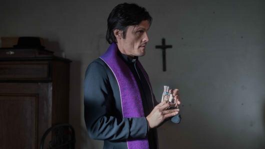 Stipe Erceg als Priester
