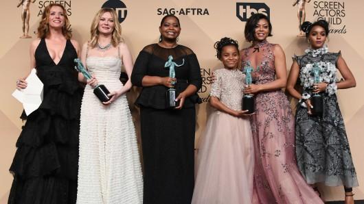 Symbolisch siegreich in der SAG-Awards-Kategorie Beste Ensemble-Leistung: die Hidden Figures-Darstellerinnen Kimberly Quinn, Kirsten Dunst, Octavia Spencer, Saniyya Sidney, Taraji P. Henson und Janelle Monael (v.l.n.r.