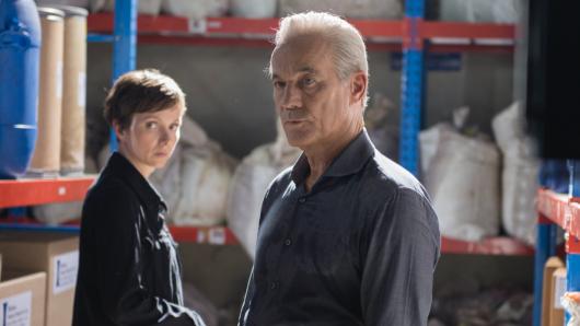 Interpol-Agentin Juliette Pribeau (Julia Koschitz) und Günther Kompalla (Heiner Lauterbach)