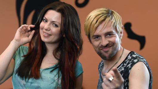 Frisörgehilfin Jennifer (Katrin Ingendoh) und ihr neuer Chef Ingo (Klaas Heufer-Umlauf)