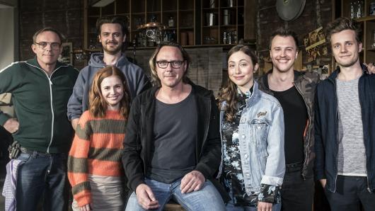 Dirk Martens, Sebastian Fräsdorf, Josefine Preuß, Regisseur Christoph Schnee, Marie Rathscheck, Tim Kalkhof und Producer Frederik Hunschede (v.l.)