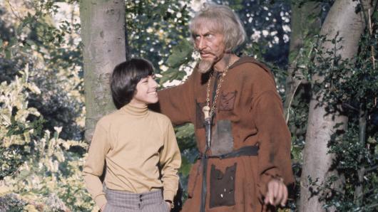 Geoffrey Bayldon (r.) als Catweazle