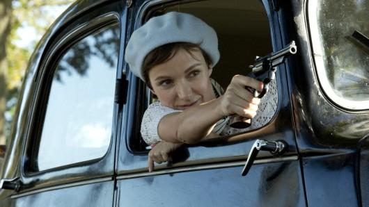 Nicht nur als TV-Bankräuberin Nina ist unser GOKA-Star der Woche Julia Koschitz Am Ruder