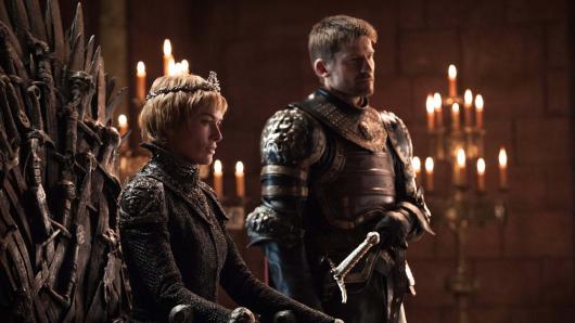 Noch auf dem eisernen Thron: Cersei Lannister (Lena Headey). Sie spinnt mit ihrem Bruder Jaime (Nikolaj Coster-Waldau) neue Intrigen. Foto: ©Helen Sloan/HBO