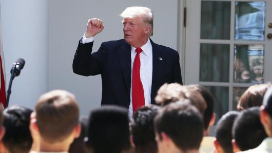 Geht mit seinem zuweilen bizarren Verhalten in Zeichentrick-Serie: US-Präsident Donald Trump (71)
