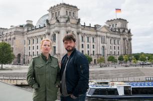Birgit Minichmayr als Olga und Ronald Zehrfeld als Dengler
