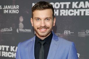 """Edin Hasanovic (26) hat eine Hauptrolle in der Netflix-Serie """"Skylines"""" übernommen"""