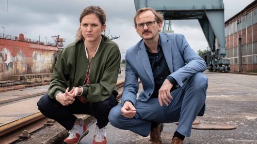 Meta Jurkschat (Emily Cox) und Adam Danowski (Milan Peschel)