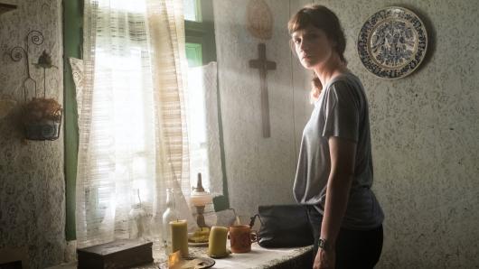 In der Miniserie Hackerville wird Lisa Metz (Anna Schumacher) bei Ermittlungen in Rumänien mit ihrer eigenen Familiengeschichte konfrontiert.