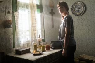 """In der Miniserie """"Hackerville"""" wird Lisa Metz (Anna Schumacher) bei Ermittlungen in Rumänien mit ihrer eigenen Familiengeschichte konfrontiert."""