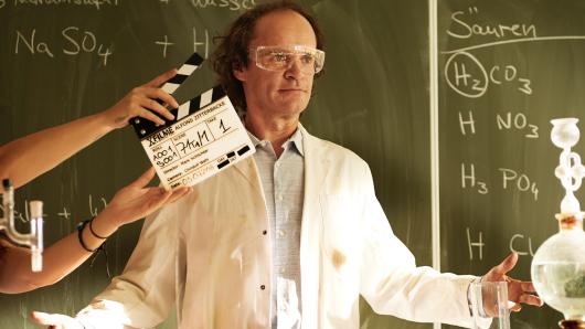 Olaf Schubert am Set: Er spielt Alfons' Chemielehrer Dr. Schubert