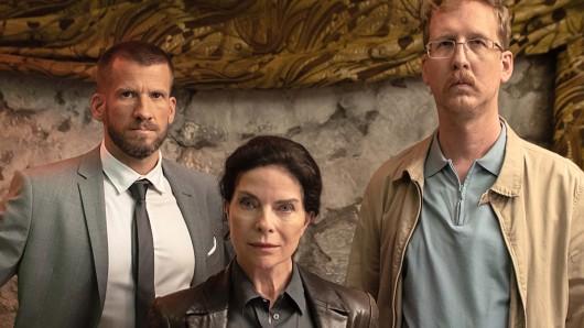 Am Set: Fabian Siegismund, Gudrun Landgrebe und Uke Bosse (v.l.)