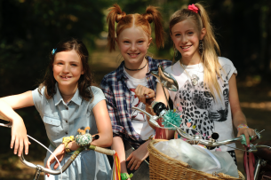 """Lilli Lacher, Alexandra Petschmann und Paula Renzler sind """"Die drei !!!"""""""