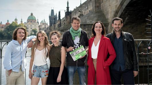 Regisseur Roland Suso Richter(M.) mit seinen Darstellern Johannes Meister, Anna-Lena Schwing, Valeria Eisenbart, Natalia Wörner und Alexander Beyer (v.l.)