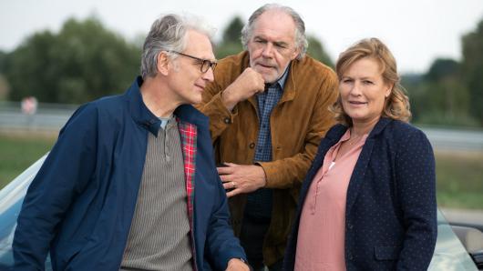 Christine (Suzanne von Borsody) mit ihrem Mann (Christian Kohlund, M.) und seinem Konkurrenten (Walter Sittler)