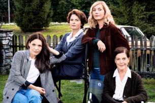 """Nicolette Krebitz, Barbara Auer, Naja Uhl und Angela Winkler (v.l.n.r.) am Set des ZDF-Dreiteilers """"The Wall"""""""