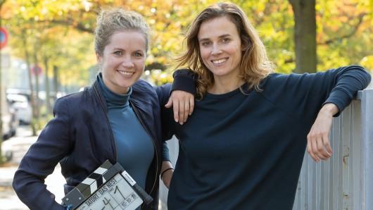Karin Gorniak (Karin Hanczewski, l.) und Leonie Winkler (Cornelia Gröschel) ermitteln künftig im Dresdner Tatort Seite an Seite.