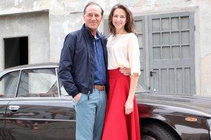 """Julia Becker (Natalia Belitski) lernt im ZDF-Dreiteiler """"Bella Germania"""" ihren tot geglaubten Vater Vincenzo Marconi (Stefan Kurt) kennen."""